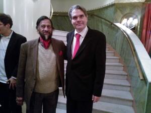IPCC:n pääjohtaja Rajandra K Pachauri ja Yrjö Myllylä illallisen jälkeen Helsinki Climate Forum: Arctic Urgency konferenssipäivän päättteeksi.