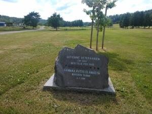 Teijon alueella toimii Meri-Teijo Golf. Kuvassa sotavetaraani-golfareiden kivi. Viimeinen sotavetaraanien Golf-kisa päättyi ilmavoimien ylilentoon kesällä 2009.