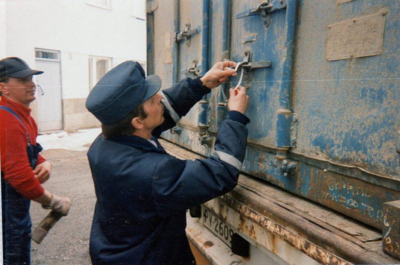 Valkoisen Meren messujen rekan sinetöinti Kemissä ja passittaminen Kantalahteen. Logistiikka Barentsin alueella logistiikkakurssin logistiikkan oppia tekemällä.