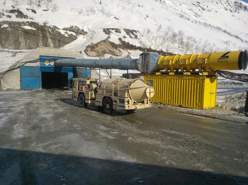 Oleno Ruchein uusi kaivos Etelä-Kuolassa Apatiiitti-Kirovsk -alueella. Kaivokseen on investoitu noi 700 milj. euroa viime vuosina ja investointiohjelma jatkuu. Kuvassa Normetin ajoneuvo menossa kaivoksella tunturin sisään. Myös Outotech ja Metso ovat toimittaneet alueelle kalustoaan. Kemin sataman ja Sallan rajankin kautta kuljetetaan koneita ja laitteita projektikuljetuksina kaivosten tarpeisiin.